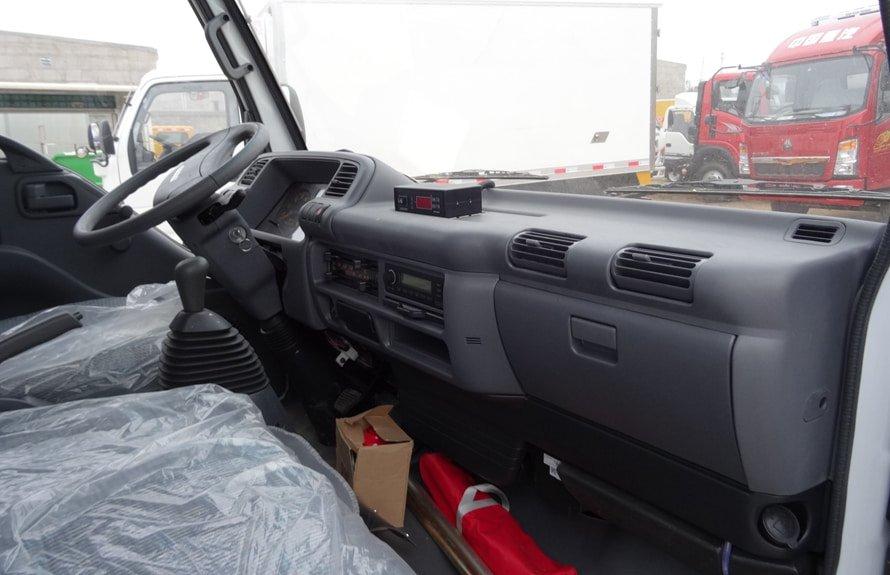 五十铃4.2米冷藏车驾驶室图片