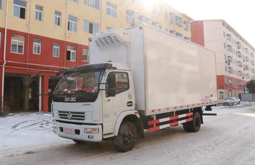 东风多利卡5.1米冷藏车斜前图片