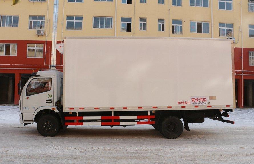 东风多利卡5.1米冷藏车正侧图片