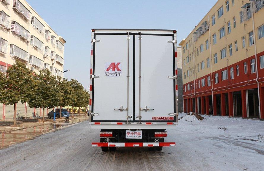 东风多利卡5.1米冷藏车正后图片