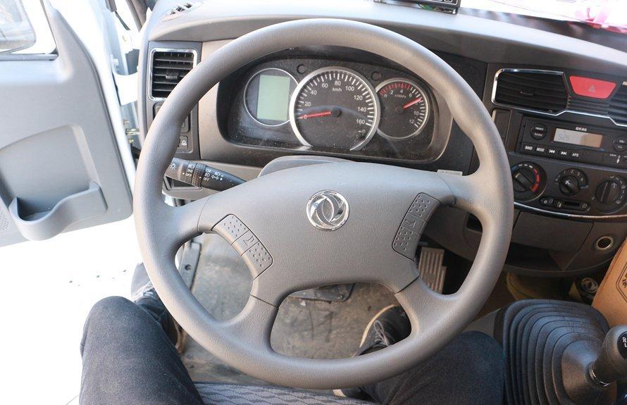 东风多利卡5.1米冷藏车方向盘图片
