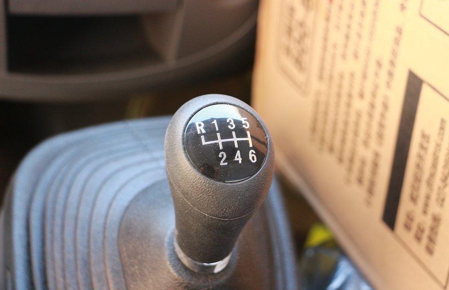 东风多利卡5.1米冷藏车变速杆图片