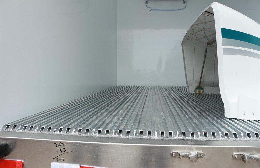 福田欧马可3s冷藏车通风槽图片