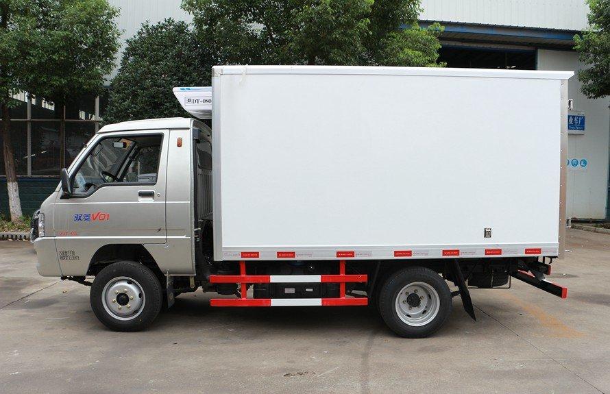 福田驭菱2.9米小型冷藏车正侧图片