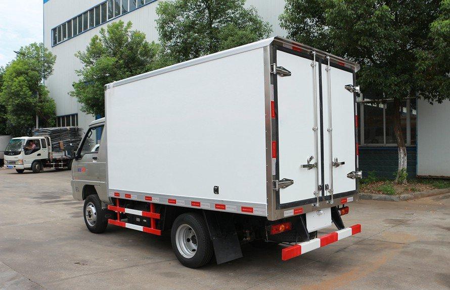 福田驭菱2.9米小型冷藏车斜后图片