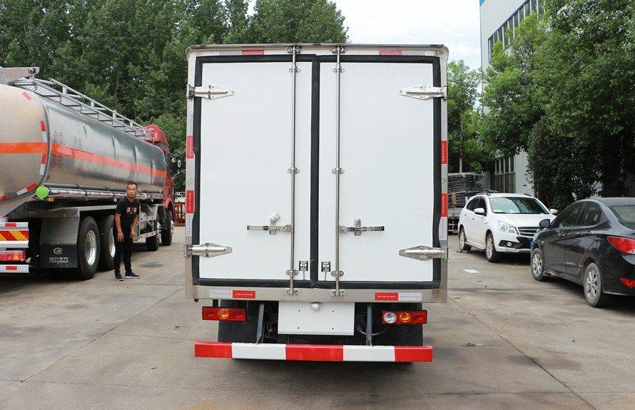 福田驭菱2.9米小型冷藏车正后图片