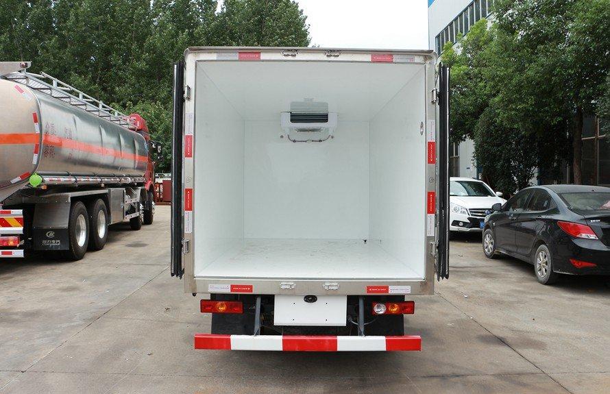 福田驭菱2.9米小型冷藏车厢体图片