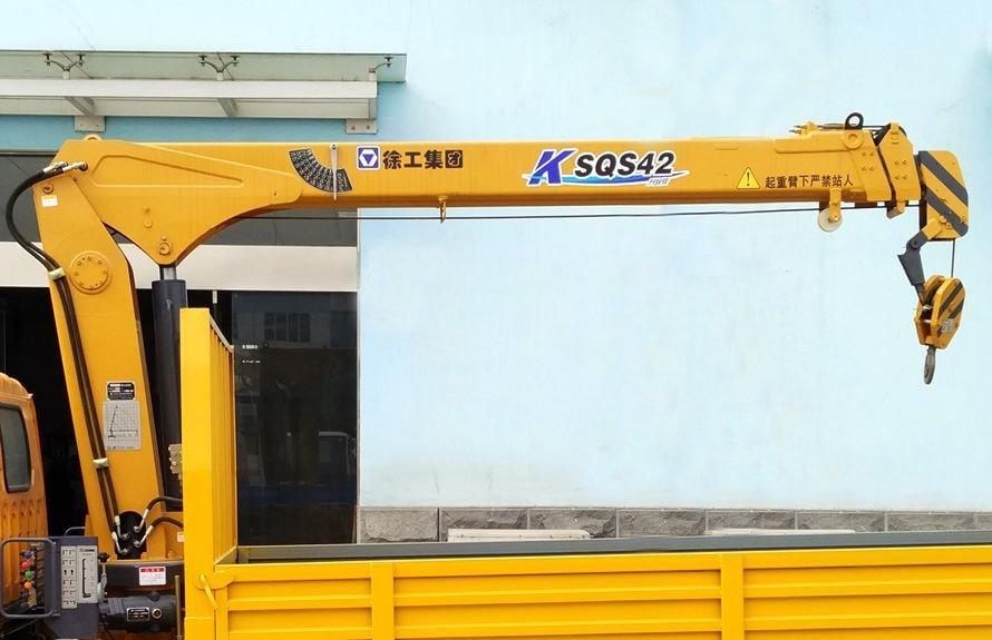 江铃2吨小型随车吊直臂吊机图片