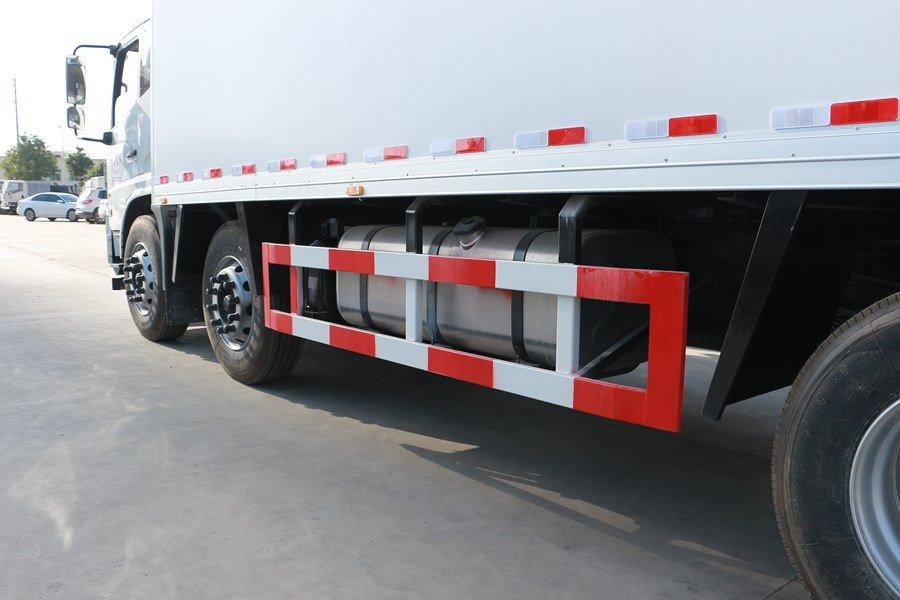 东风天锦7.7/8.6米冷藏车保护杠