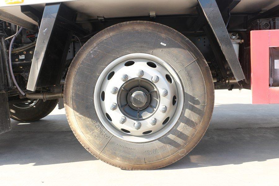 东风天锦7.7/8.6米冷藏车轮胎
