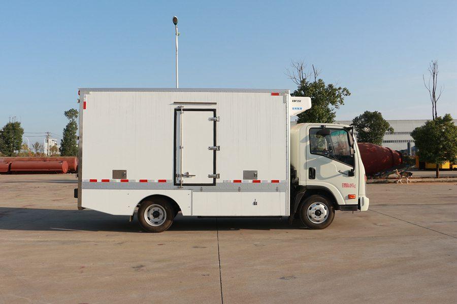大运4.2米纯电动冷藏车正侧图片
