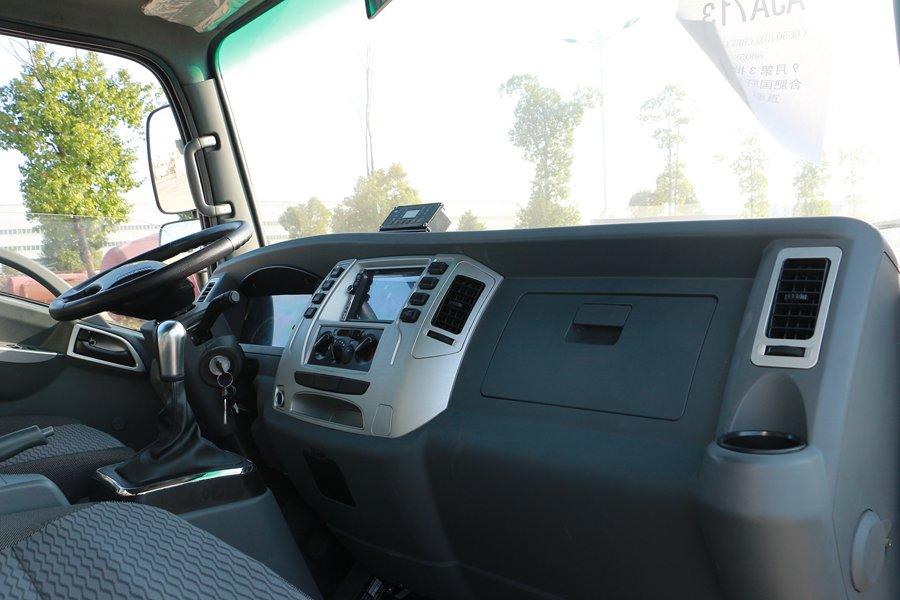 大运4.2米纯电动冷藏车副驾驶1图片