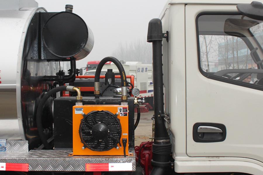东风4吨沥青洒布车导热油及散热器图片