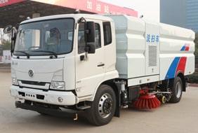 天锦8吨大型洗扫车