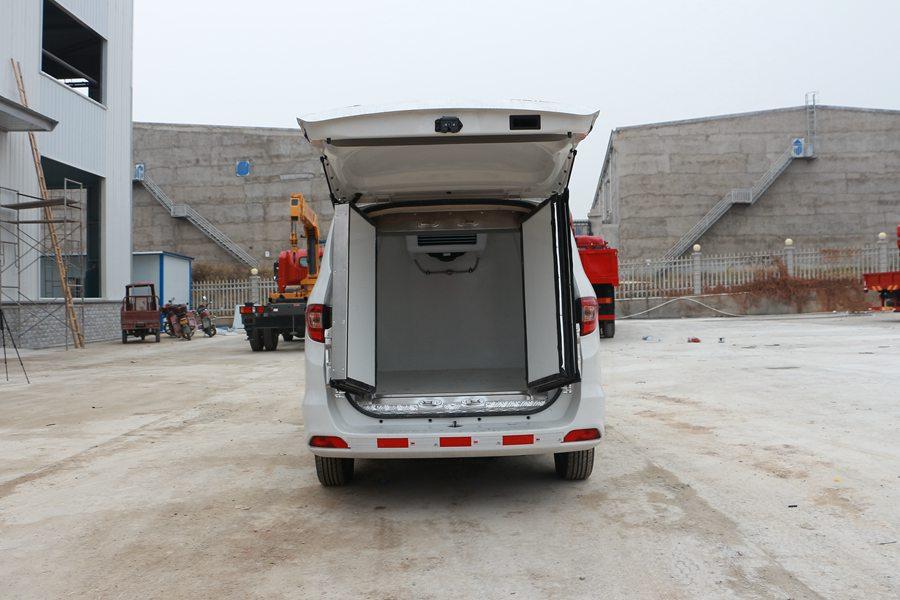 福田伽途ix5面包冷藏车厢体内图片