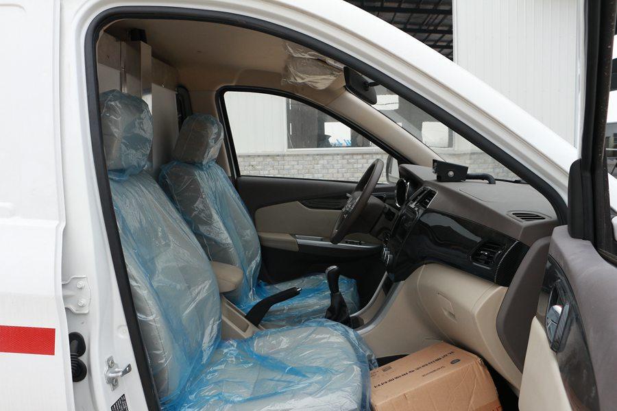 福田伽途ix5面包冷藏车副驾驶室图片