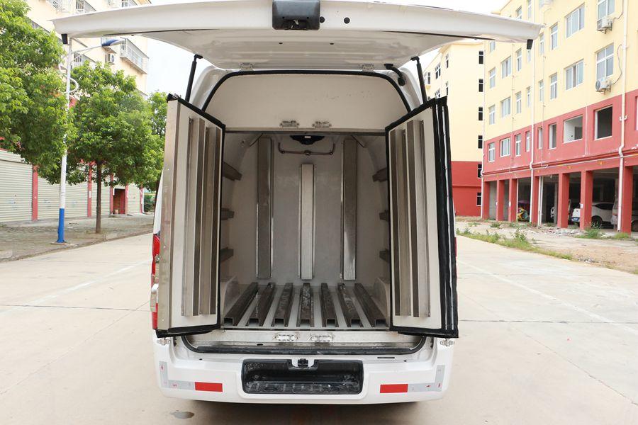 福田G7面包5人坐微型冷藏车厢体内图片