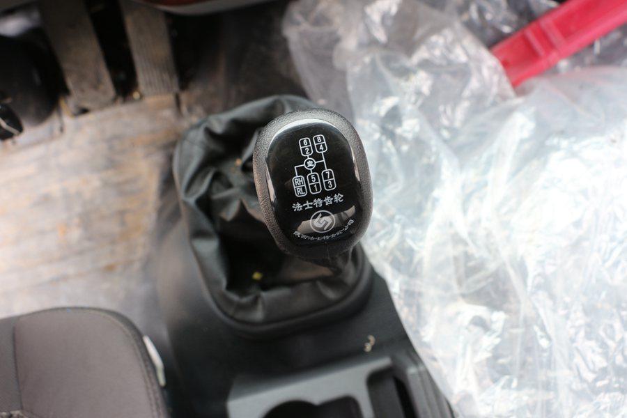 福田瑞沃6.8/7.6米冷藏车小八档法斯特变速箱图片